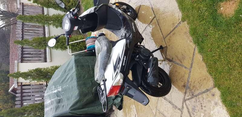 VADONAT ÚJ MOTORRO SPEEDJET 50 robogó eladó