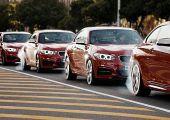 EPIC DRIFTMOB: öt vörös driftelő BMW M235i egyszerre egy körforgalomban!