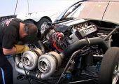 Nem kispálya: 3.000 lóerős ikerturbós Chevrolett Corvette a 3.000 lóerős ikerturbós Cadillac CTS ellen.