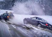 BMW-szabadítás a hóból, Audi 80-assal: Ha a hátsó kerék már kevés, mindig jól jön egy kis Quattro!