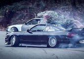 A karácsonyfa hazaszállításának helyes módja, drift versenyautók segítségével.