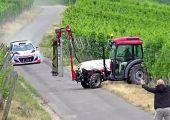 Könnyű bal után egy traktor, tönkreteheti az egész napodat.