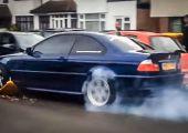 Kreatív BMW-s büntetés-elkerülési megoldás kerékbilincs esetére...