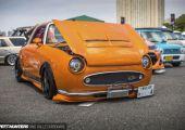 Még Japánban is ritka darab a Nissan Figaro, épített darabokról még ritkábban találni bármit. A Speedhunters fotósa mégis beleszaladt egybe.