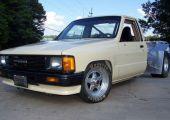 Az eBay kincse: Toyota Tacoma, V6-os középmotorral, gyorsulásra építve.