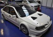 Túl sok szabadidő, vagy teljes elmezavar? -  Renault Laguna V8 Biturbó