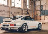 Testközelben a Singer Porsche!