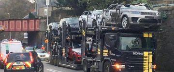 Ennek a kamionsofőrnek nem volt jó napja.....