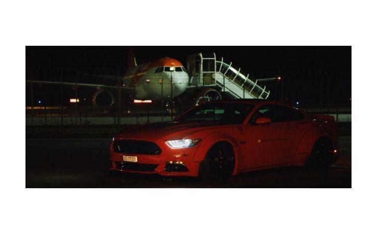 Ford Mustang, Liberty Walk szettel és 720 lóerővel.