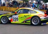Hangot fel! - 911 GT2 RSR hasít végig a pályán.