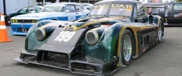 Klasszikus formájú Jaguar versenyautó 4 darab turbóval!