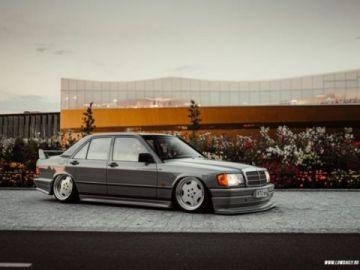 Baby Benz szürkébe öltöztetve.