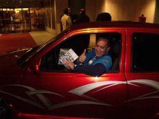 Robert Huff ViperVicky autójában a klubos DVD-kel