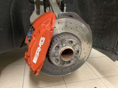 Első AMG fék, áfonya vörös színben :)