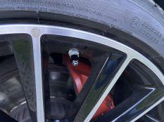 Fekete Mercedes szelepsapka