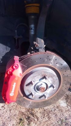 Brembo illetve  ST suspensions